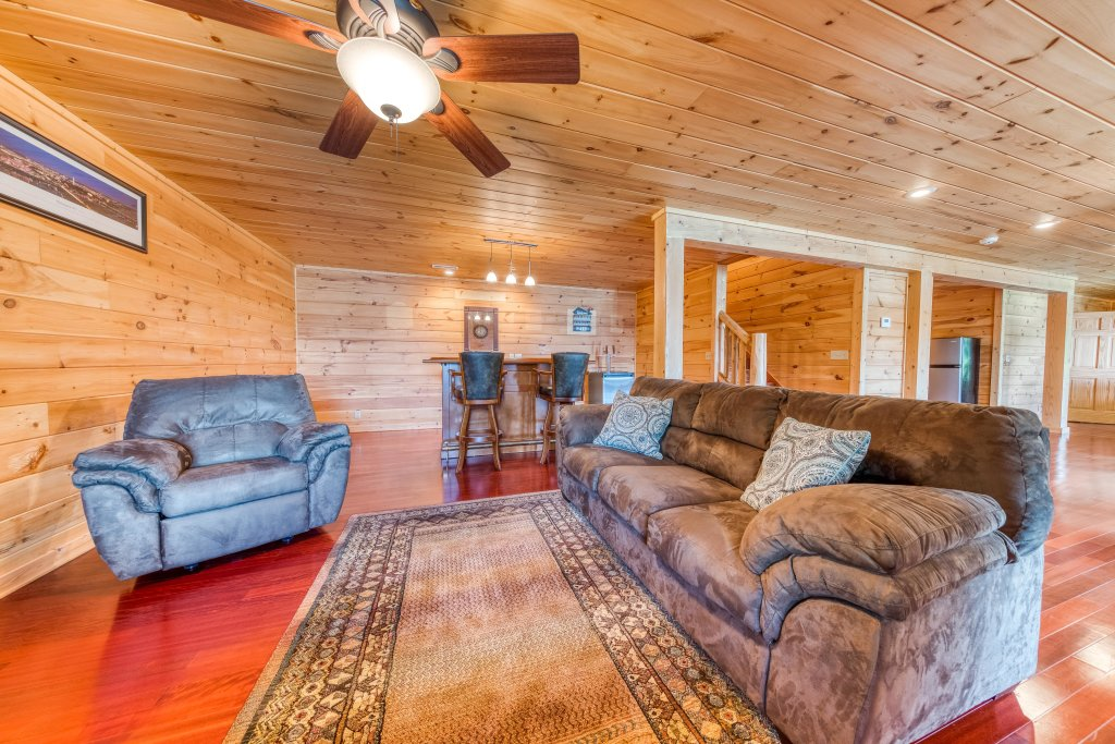 Photo of a Sevierville Cabin named Majestic Lakefront Lodge - This is the twenty-third photo in the set.