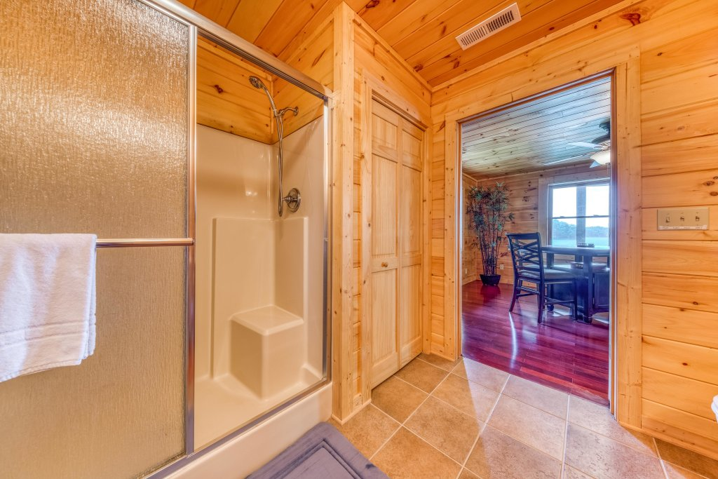 Photo of a Sevierville Cabin named Majestic Lakefront Lodge - This is the thirty-second photo in the set.