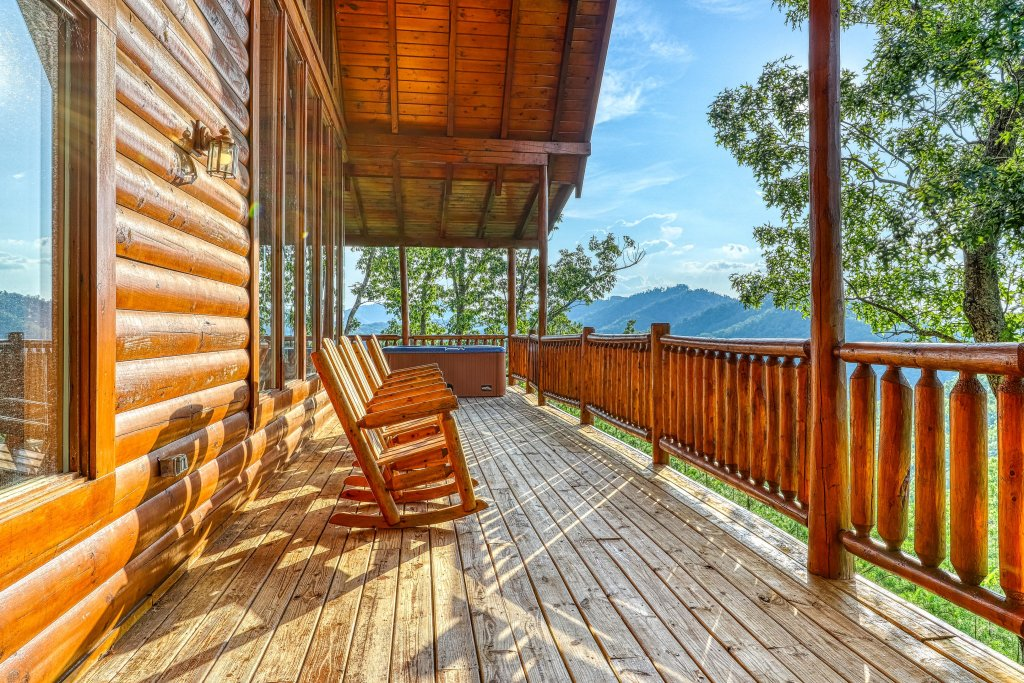 Photo of a Sevierville Cabin named Kodiak #45 - This is the third photo in the set.