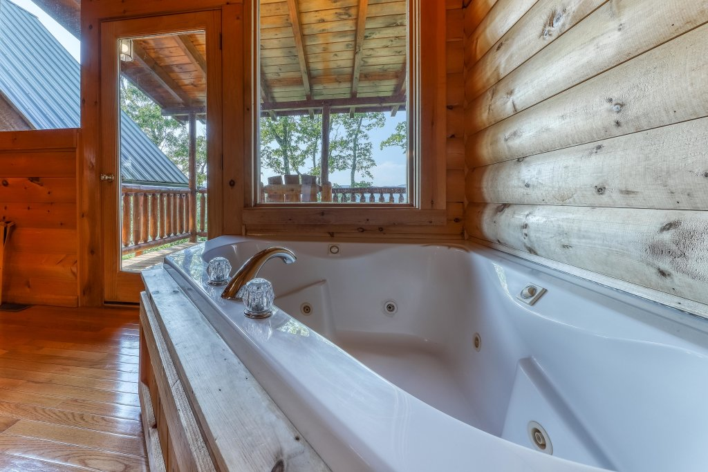 Photo of a Sevierville Cabin named Kodiak #45 - This is the twenty-fourth photo in the set.