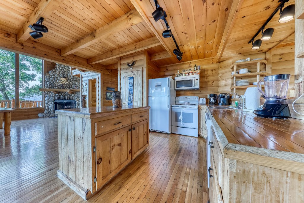 Photo of a Sevierville Cabin named Kodiak #45 - This is the nineteenth photo in the set.
