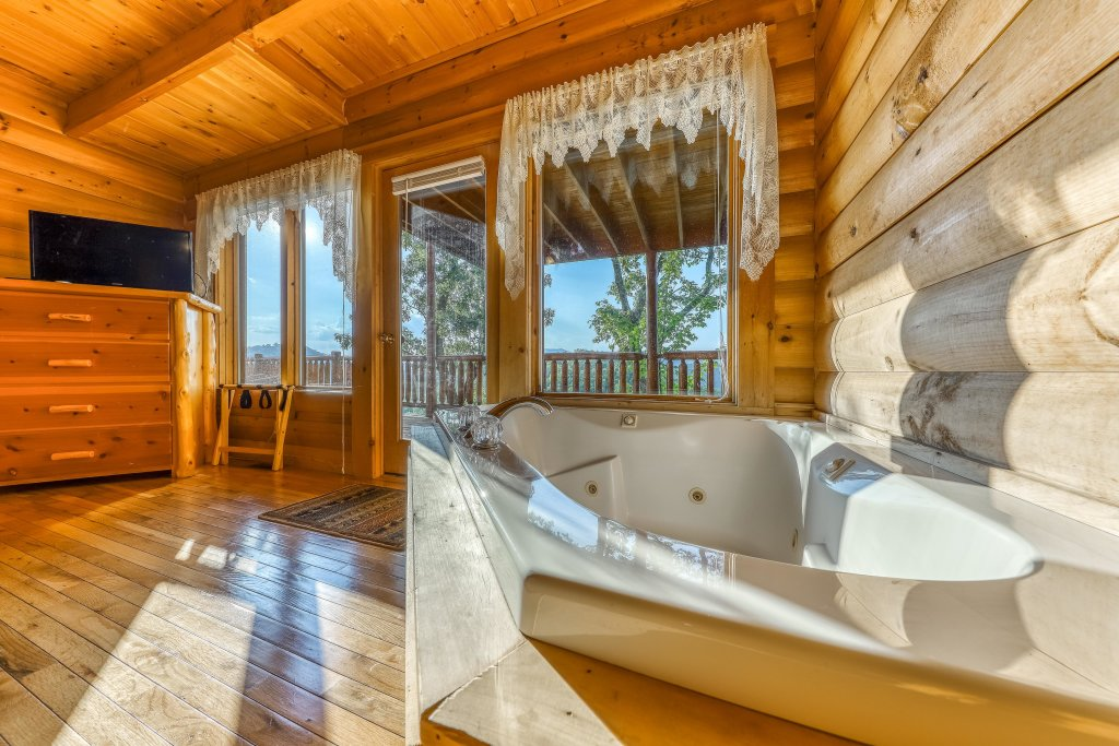 Photo of a Sevierville Cabin named Kodiak #45 - This is the thirty-first photo in the set.