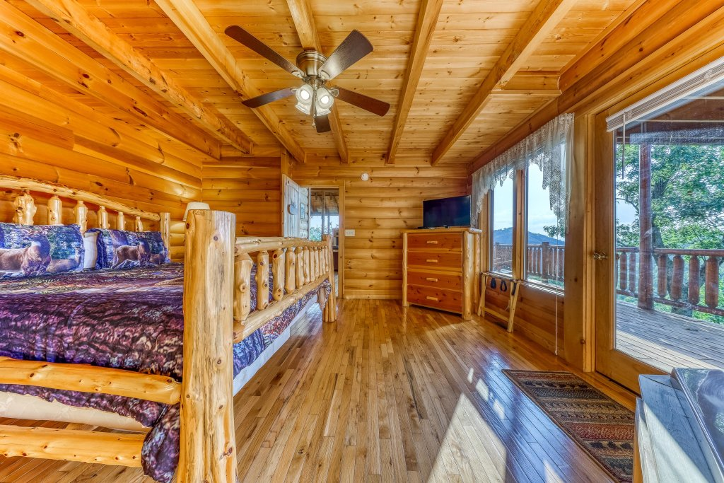 Photo of a Sevierville Cabin named Kodiak #45 - This is the twenty-ninth photo in the set.