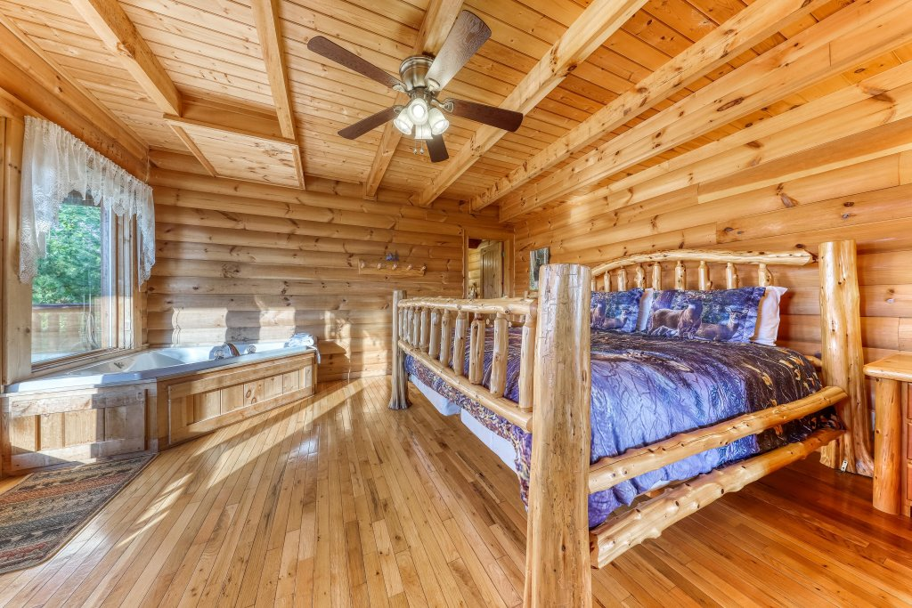 Photo of a Sevierville Cabin named Kodiak #45 - This is the twenty-eighth photo in the set.
