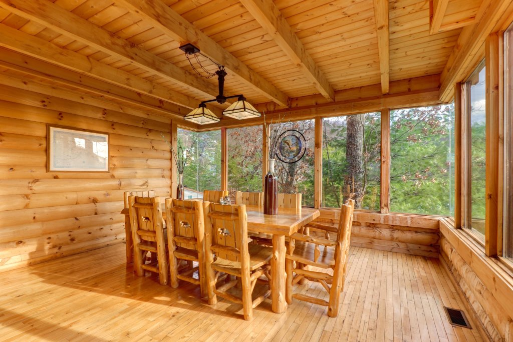Photo of a Sevierville Cabin named Kodiak #45 - This is the forty-eighth photo in the set.