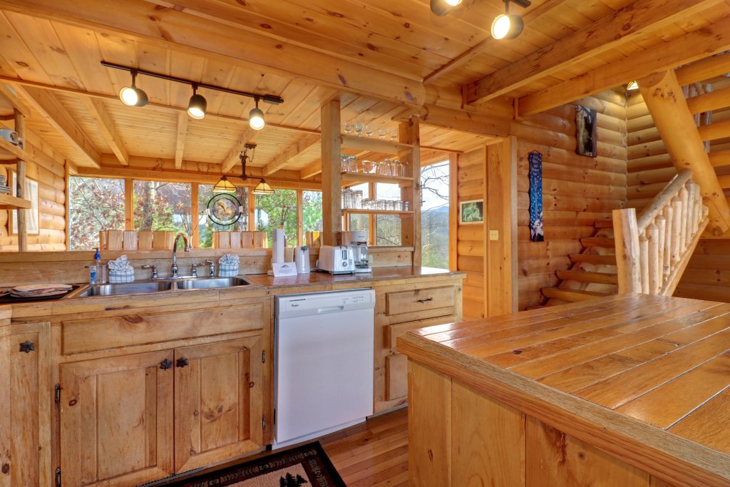 Photo of a Sevierville Cabin named Kodiak #45 - This is the forty-ninth photo in the set.