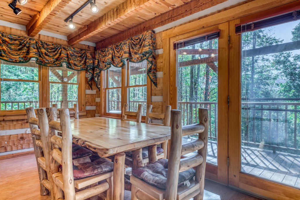 Photo of a Sevierville Cabin named Smokies Sanctuary Cabin - This is the thirteenth photo in the set.