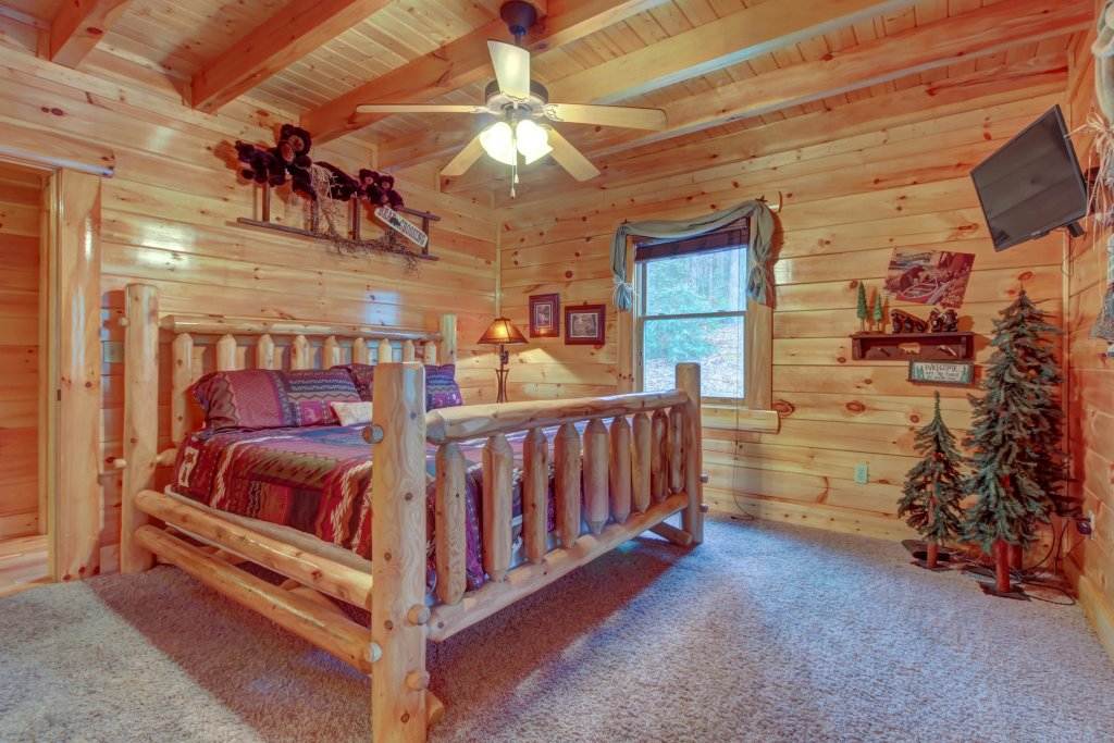 Photo of a Sevierville Cabin named Bearfoot Retreat Cabin - This is the thirteenth photo in the set.