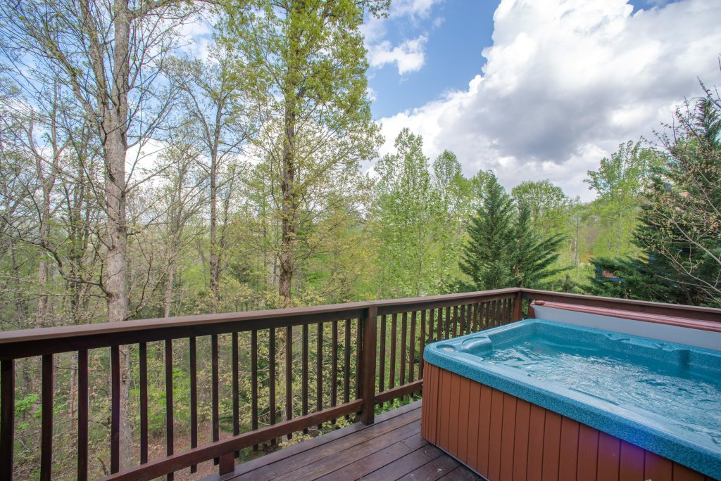 Photo of a Sevierville Cabin named Heavenly Daze Cabin - This is the second photo in the set.