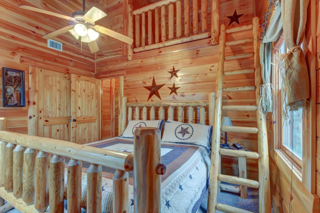 Photo of a Sevierville Cabin named Bearfoot Retreat Cabin - This is the nineteenth photo in the set.