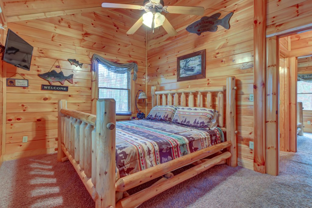 Photo of a Sevierville Cabin named Bearfoot Retreat Cabin - This is the seventeenth photo in the set.