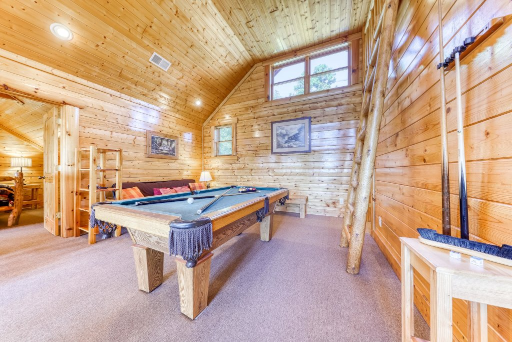 Photo of a Sevierville Cabin named Million Dollar View Cabin - This is the seventeenth photo in the set.