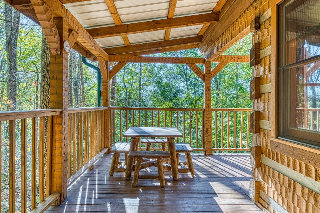 Photo of a Sevierville Cabin named Smokies Sanctuary Cabin - This is the thirty-eighth photo in the set.