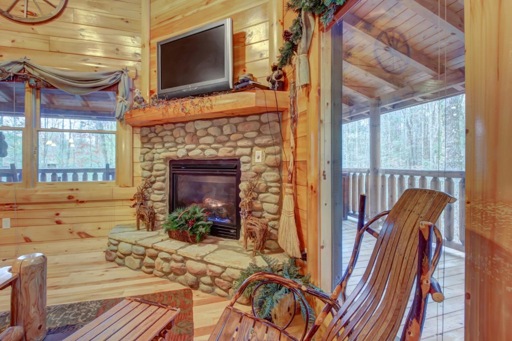 Photo of a Sevierville Cabin named Bearfoot Retreat Cabin - This is the twenty-eighth photo in the set.