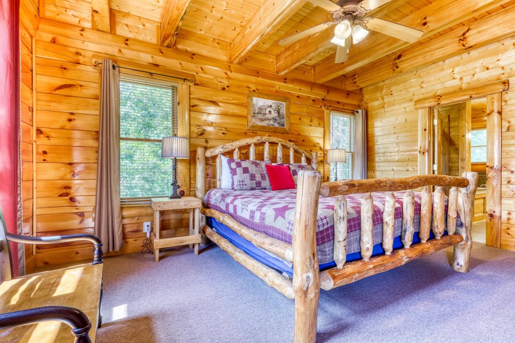 Photo of a Sevierville Cabin named Million Dollar View Cabin - This is the twenty-third photo in the set.