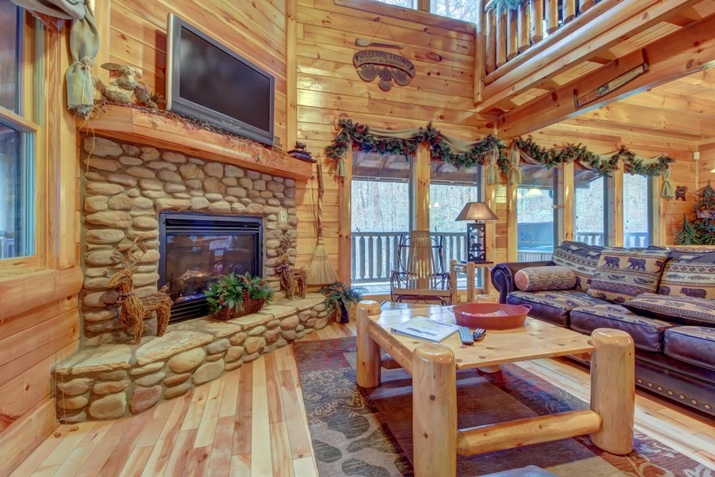 Photo of a Sevierville Cabin named Bearfoot Retreat Cabin - This is the second photo in the set.