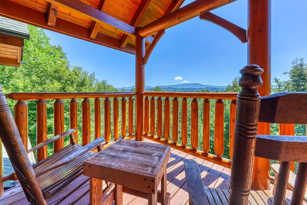 Photo of a Sevierville Cabin named Million Dollar View Cabin - This is the forty-second photo in the set.