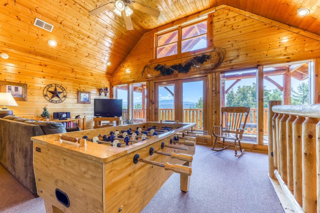 Photo of a Sevierville Cabin named Million Dollar View Cabin - This is the second photo in the set.
