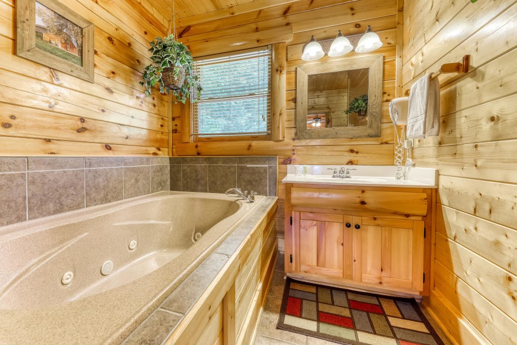 Photo of a Sevierville Cabin named Million Dollar View Cabin - This is the twenty-seventh photo in the set.