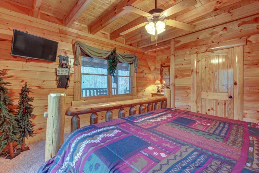 Photo of a Sevierville Cabin named Bearfoot Retreat Cabin - This is the fourteenth photo in the set.