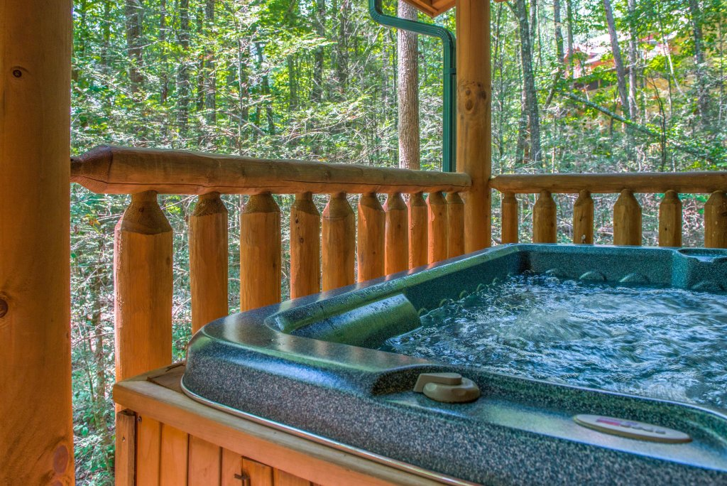 Photo of a Sevierville Cabin named Bearfoot Retreat Cabin - This is the third photo in the set.