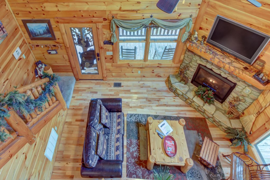 Photo of a Sevierville Cabin named Bearfoot Retreat Cabin - This is the thirty-first photo in the set.