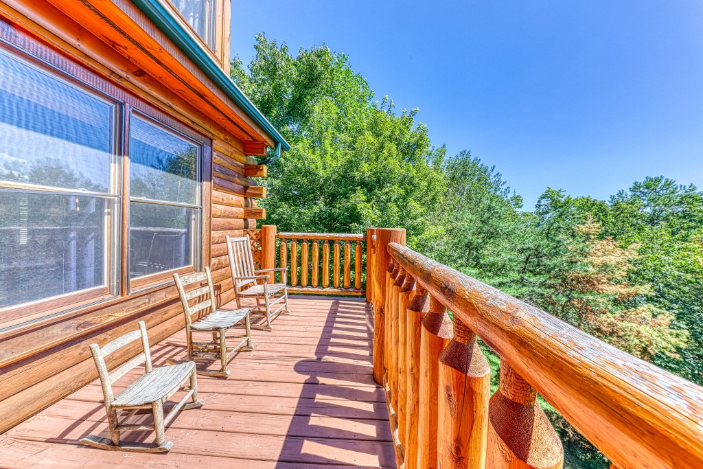 Photo of a Sevierville Cabin named Million Dollar View Cabin - This is the fourteenth photo in the set.
