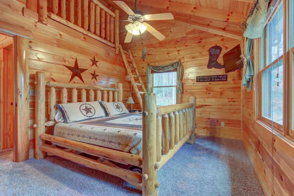 Photo of a Sevierville Cabin named Bearfoot Retreat Cabin - This is the eighteenth photo in the set.
