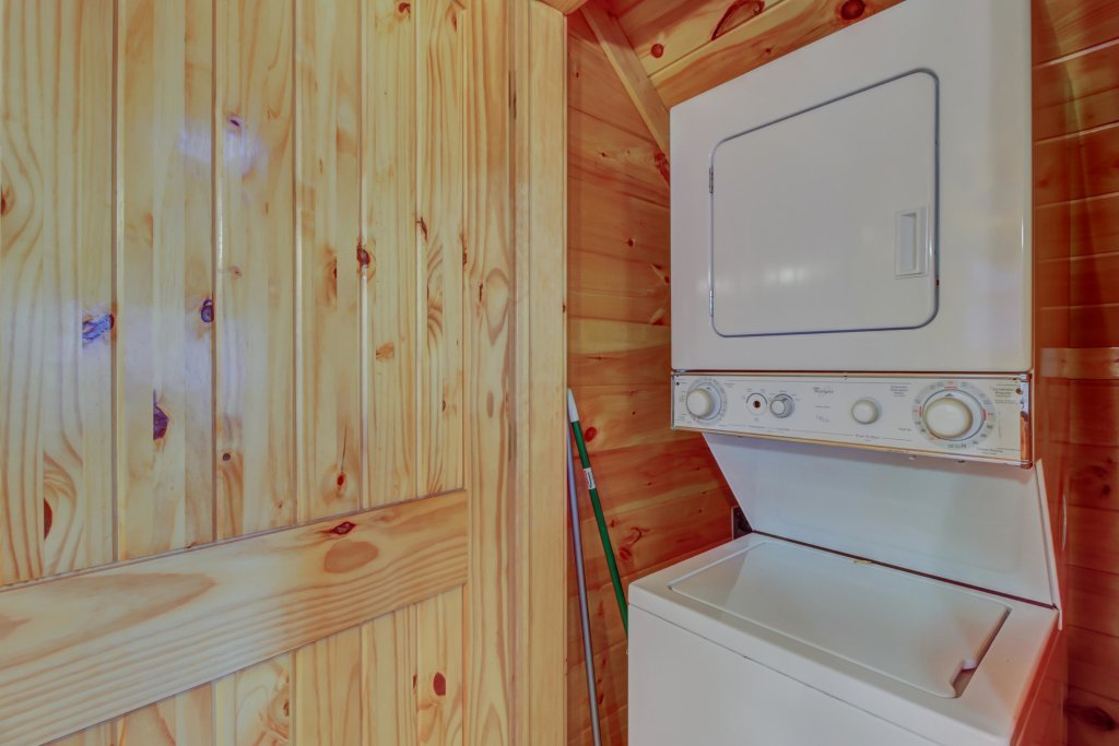 Photo of a Sevierville Cabin named Bearfoot Retreat Cabin - This is the twentieth photo in the set.
