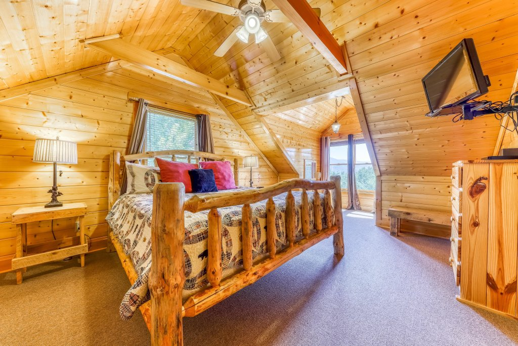 Photo of a Sevierville Cabin named Million Dollar View Cabin - This is the thirty-eighth photo in the set.