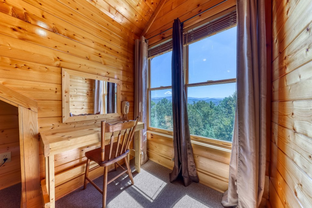 Photo of a Sevierville Cabin named Million Dollar View Cabin - This is the fortieth photo in the set.