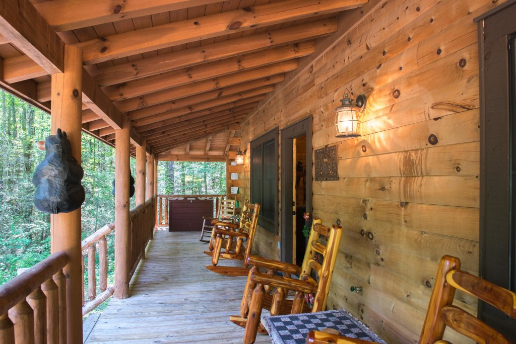 Photo of a Sevierville Cabin named Bearfoot Retreat Cabin - This is the twenty-second photo in the set.