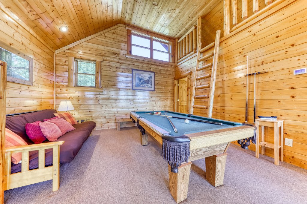 Photo of a Sevierville Cabin named Million Dollar View Cabin - This is the eighteenth photo in the set.