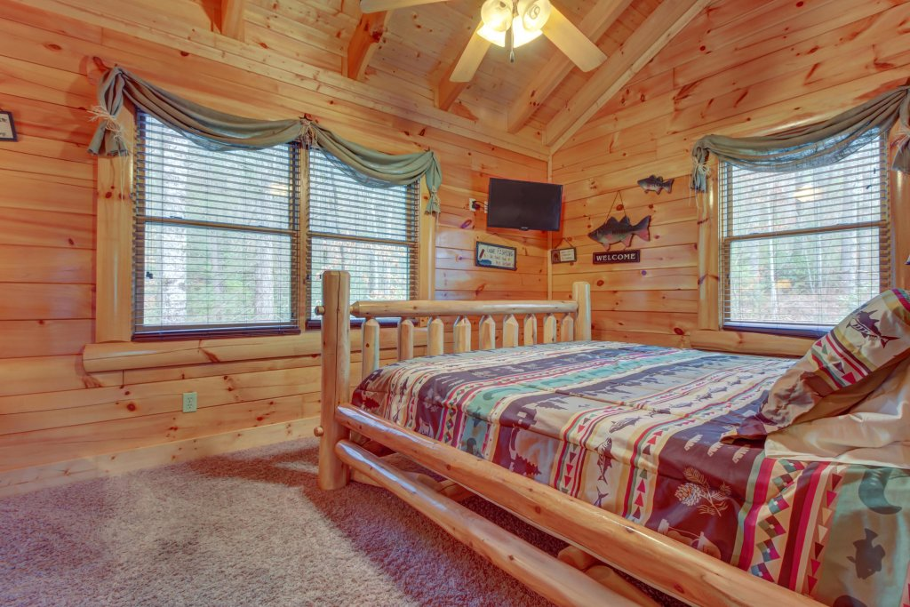 Photo of a Sevierville Cabin named Bearfoot Retreat Cabin - This is the sixteenth photo in the set.