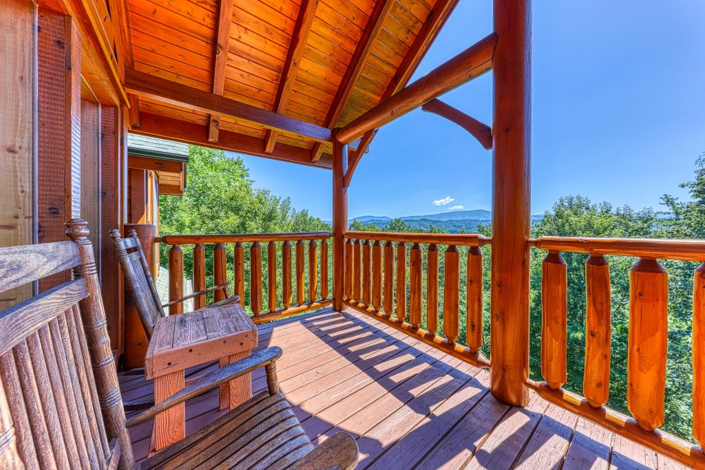 Photo of a Sevierville Cabin named Million Dollar View Cabin - This is the forty-fifth photo in the set.