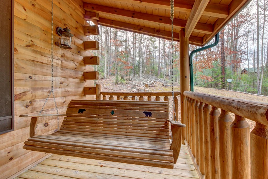 Photo of a Sevierville Cabin named Bearfoot Retreat Cabin - This is the twenty-first photo in the set.