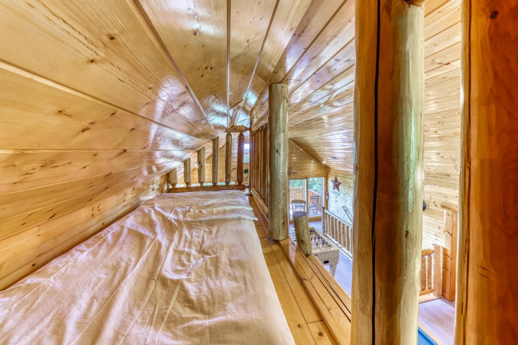 Photo of a Sevierville Cabin named Million Dollar View Cabin - This is the nineteenth photo in the set.