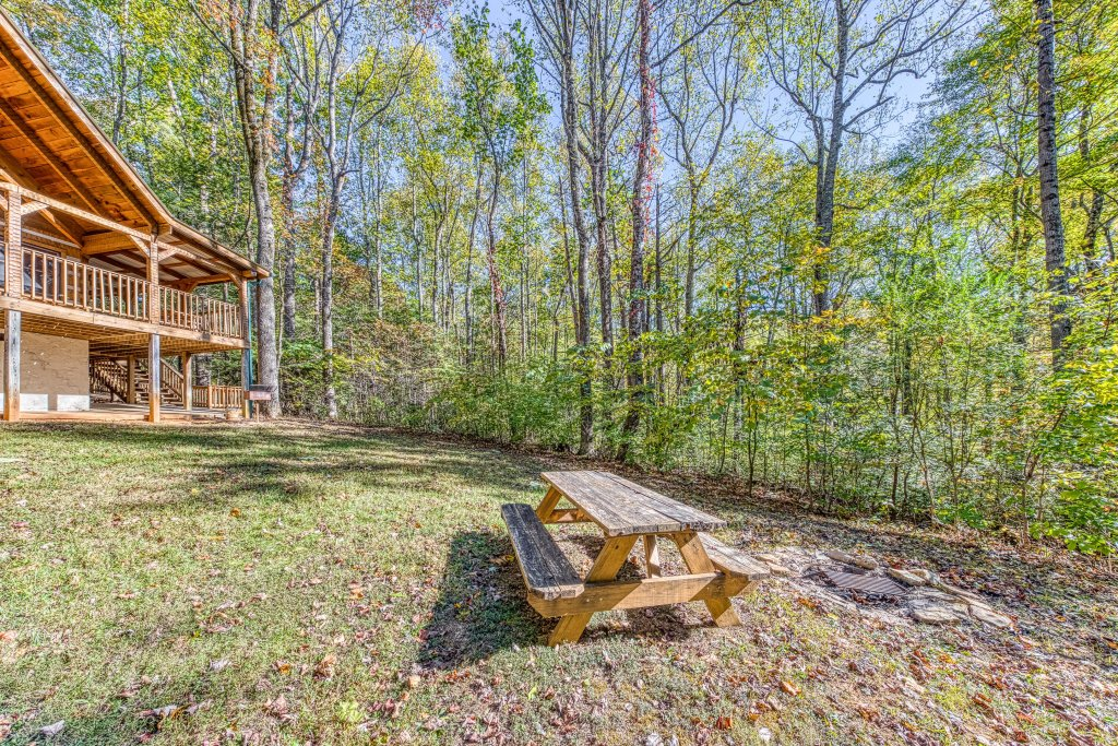 Photo of a Sevierville Cabin named Smokies Sanctuary Cabin - This is the thirty-ninth photo in the set.