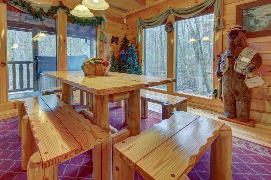 Photo of a Sevierville Cabin named Bearfoot Retreat Cabin - This is the thirty-second photo in the set.