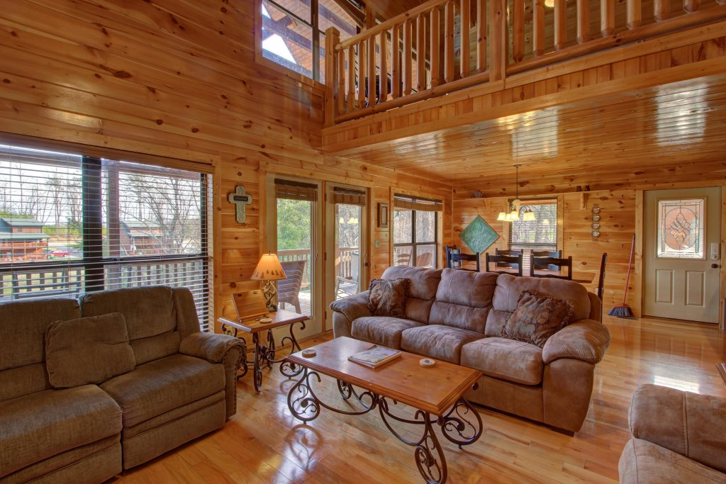 Photo of a Sevierville Cabin named Fit For Kings Cabin - This is the eighth photo in the set.