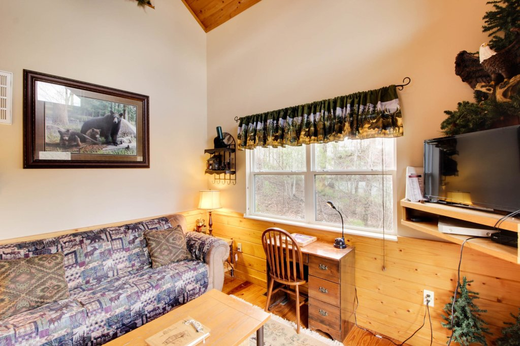 Photo of a Sevierville Cabin named Mountain Breeze Cabin - This is the thirty-second photo in the set.