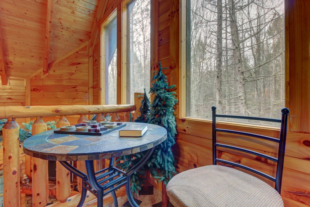 Photo of a Sevierville Cabin named Bearfoot Retreat Cabin - This is the thirty-seventh photo in the set.