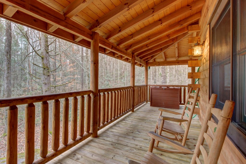 Photo of a Sevierville Cabin named Bearfoot Retreat Cabin - This is the forty-seventh photo in the set.