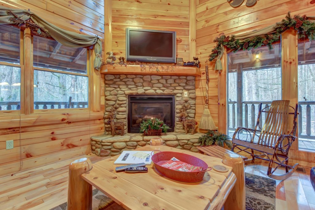 Photo of a Sevierville Cabin named Bearfoot Retreat Cabin - This is the thirtieth photo in the set.