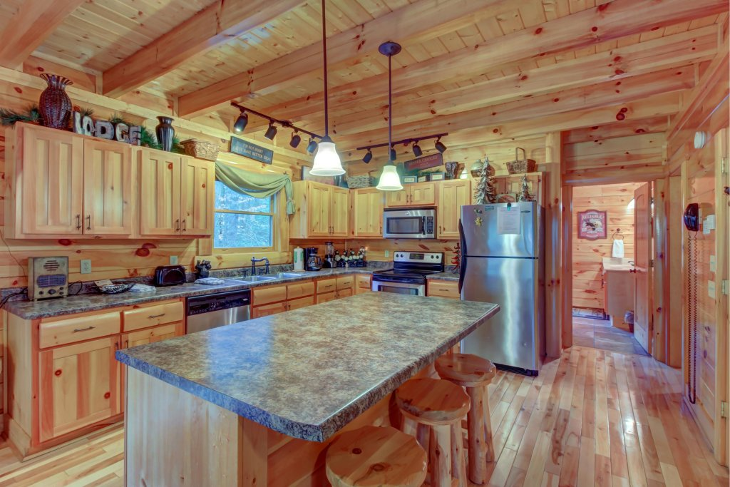 Photo of a Sevierville Cabin named Bearfoot Retreat Cabin - This is the thirty-third photo in the set.