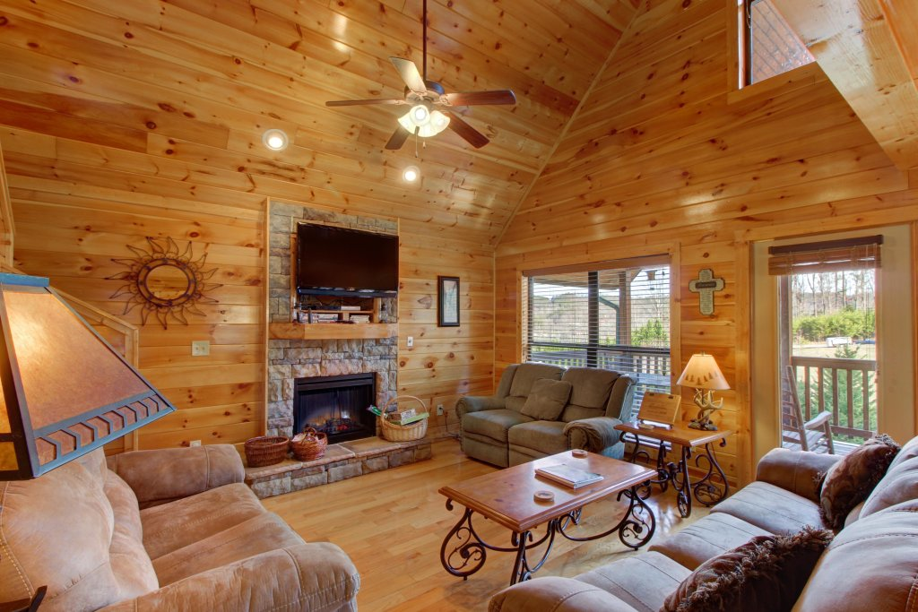 Photo of a Sevierville Cabin named Fit For Kings Cabin - This is the third photo in the set.