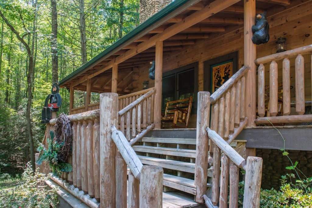 Photo of a Sevierville Cabin named Bearfoot Retreat Cabin - This is the first photo in the set.