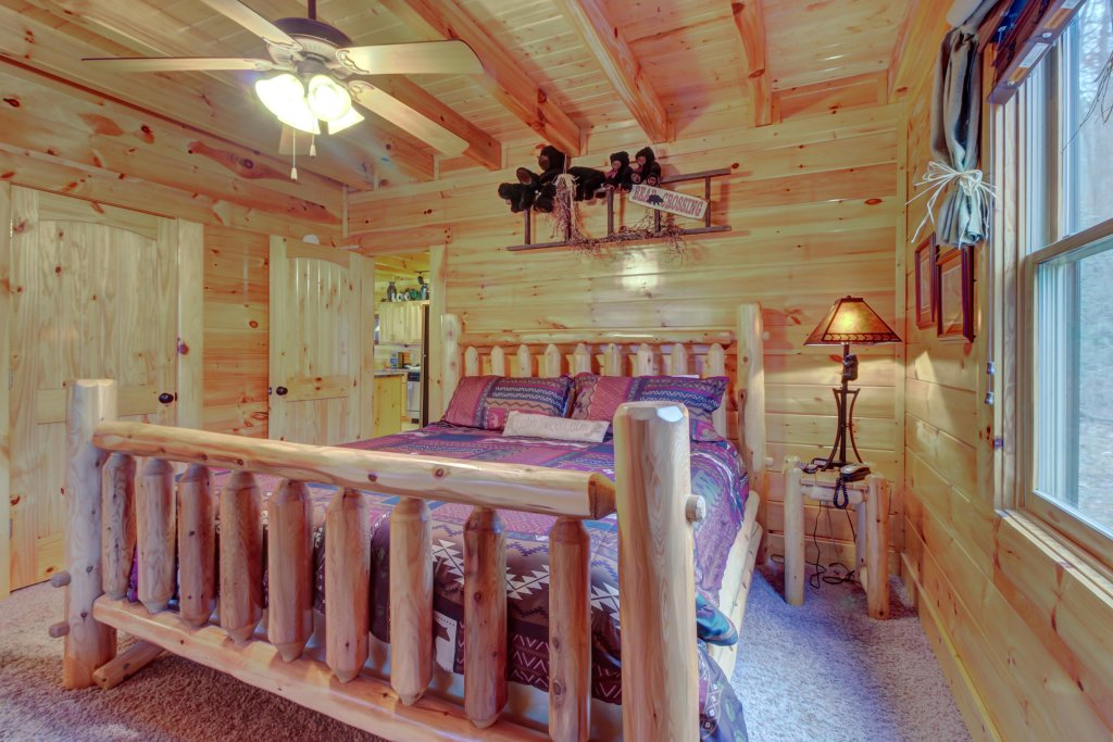 Photo of a Sevierville Cabin named Bearfoot Retreat Cabin - This is the fortieth photo in the set.