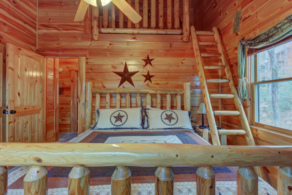 Photo of a Sevierville Cabin named Bearfoot Retreat Cabin - This is the forty-sixth photo in the set.
