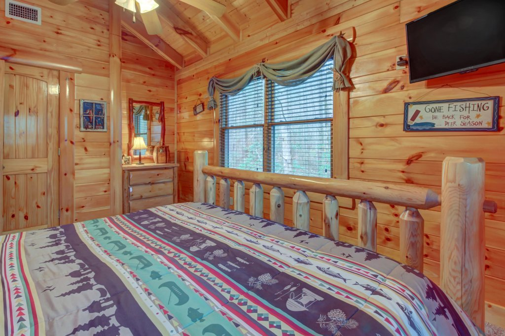 Photo of a Sevierville Cabin named Bearfoot Retreat Cabin - This is the forty-second photo in the set.